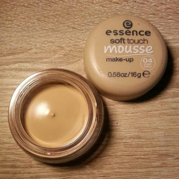 Essence Soft Touch Mousse Foundation (3)