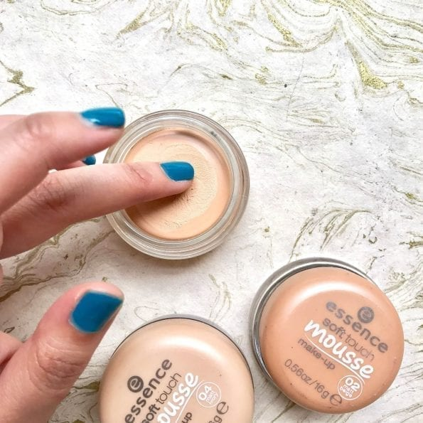 Essence Soft Touch Mousse Foundation (6)